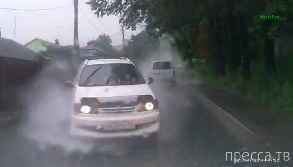 Внезапное лобовое столкновение по мокрой дороге... ДТП во Владивостоке