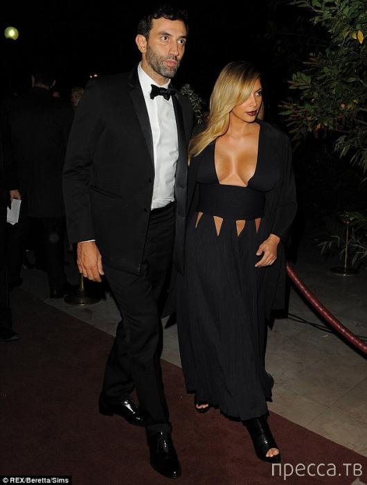 Ким Кардашьян эпатирует парижан пышной грудью (7 фото)