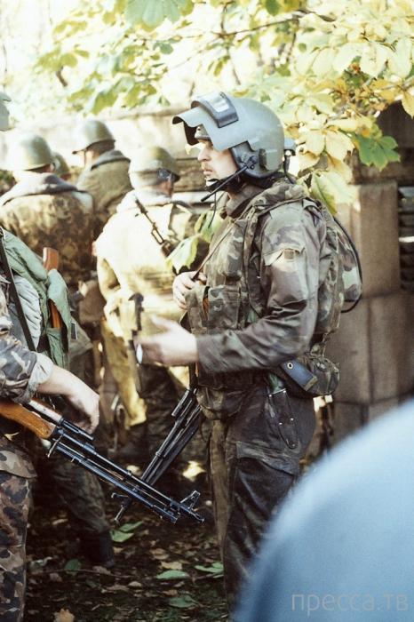 Фоторепортаж очевидца событий, происходивших 3-4 октября 1993 года возле Белого дома (30 фото)