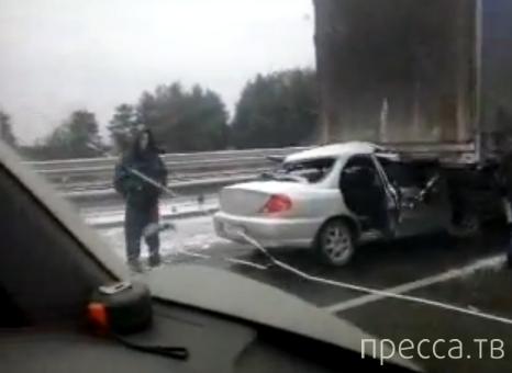 Столкновение трех машин на трассе  Пермь-Екатеринбург... Жесть!!!