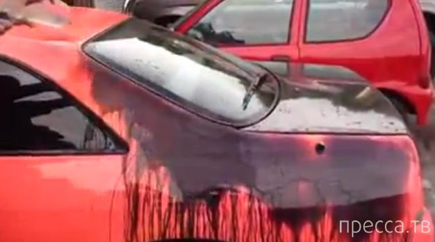 Автомобиль выкрашен теплочувствительной краской - прикол