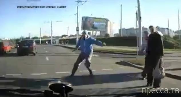 Грубо нарушив правила движения, сбил пешехода... ДТП на пересечении Янки Брыля и Алибегова, г. Минск