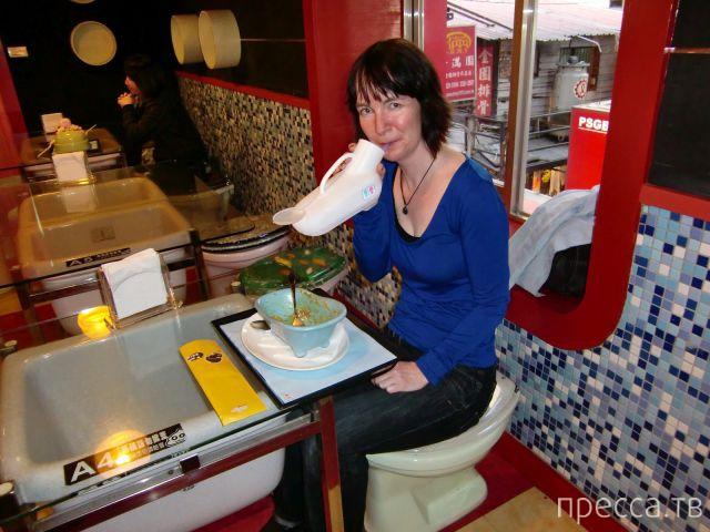 «The Modern Toilet Restaurant» - необычный ресторан с туалетной тематикой в китайском городе Хангжу (38 фото)