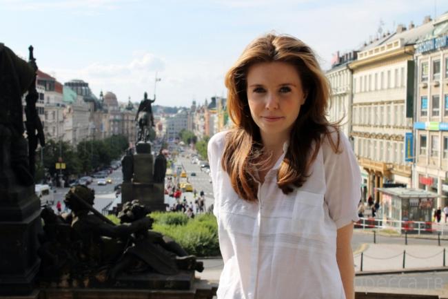 Как ведут себя англичане в Праге (2 фото)
