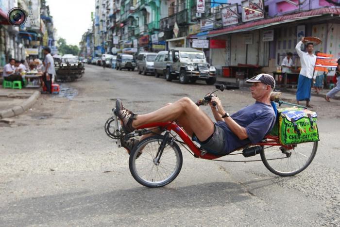 Фотографии людей из разных стран, которые ездят на необычных транспортных средствах (20 фото)