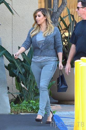 Ким Кардашьян и джинсы скинни (8 фото)