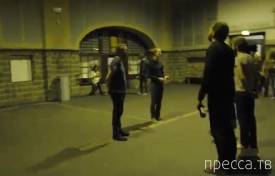 Уличная группа решила удивить посетителей метро