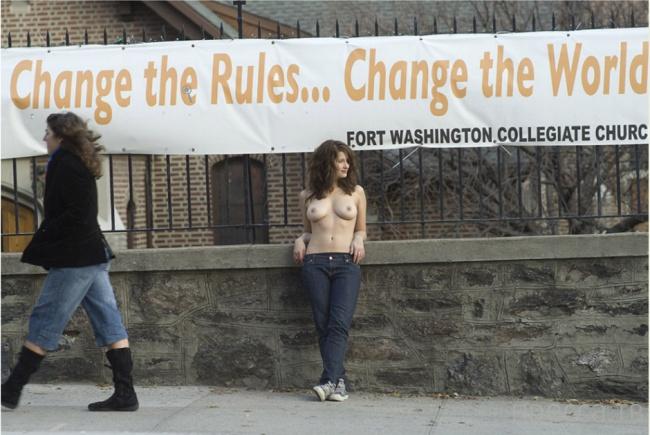Женщины за обнаженную грудь - работы американского фотографа Джордана Мэттера (23 фото)