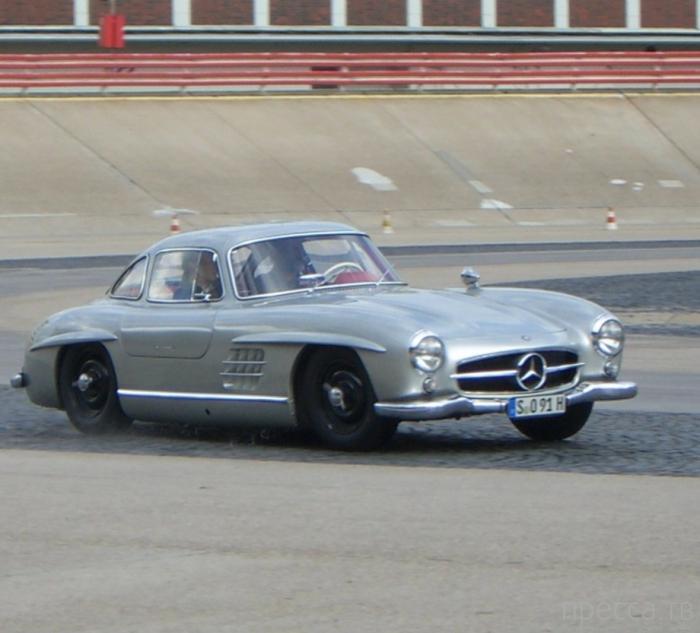 Mercedes-Benz 300 SL - первый спортивный автомобиль послевоенного периода (28 фото)