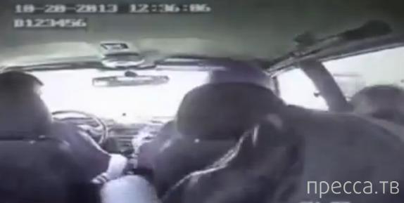 Пьяный водитель устроил представление в полицейской машине... Якутск