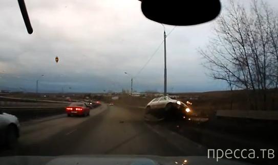 Девушка за рулем с испугу влетела на отбойник.... ДТП в Красноярске
