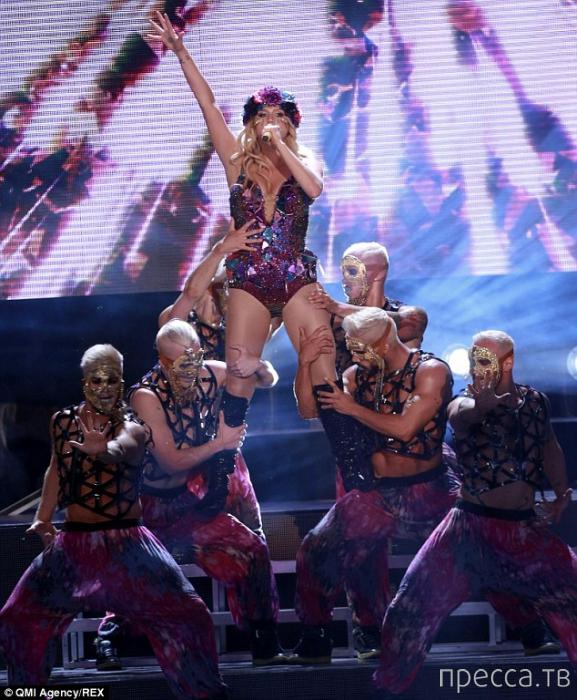 В Малайзии запретили концерт поп-звезды Кеши Роуз Себерт (4 фото)
