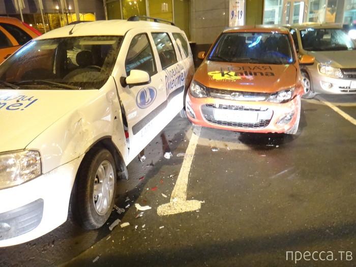 Женщина за рулем разбила 4 новых припаркованных ВАЗа...  ДТП в Екатеринбурге