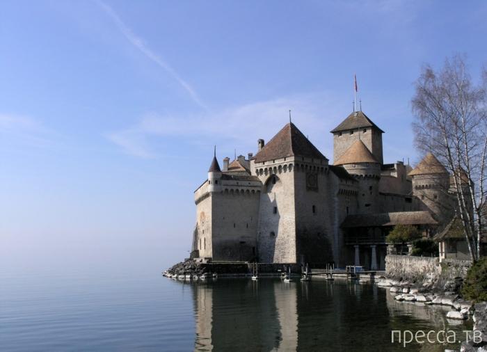 Шильонский замок на берегу Женевского озера (10 фото)