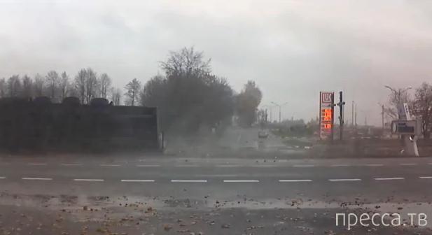 Из-за задумчивости водителя фура перевернулась... ДТП в деревне Гостиловцы, трасса Минск-Гродно