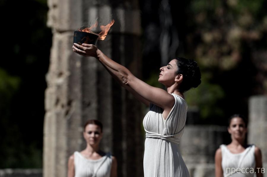 Зажжение Олимпийского огня зимних Игр в Сочи (11 фото)