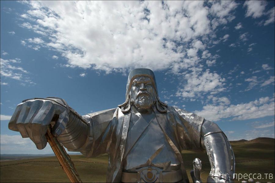 Статуя Чингисхана (12 фото)