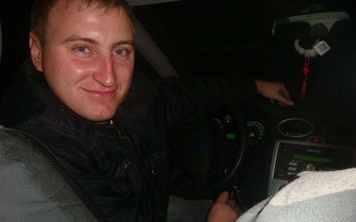Судебный пристав Михаил Малинников спас людей от взрыва гранаты (6 фото)