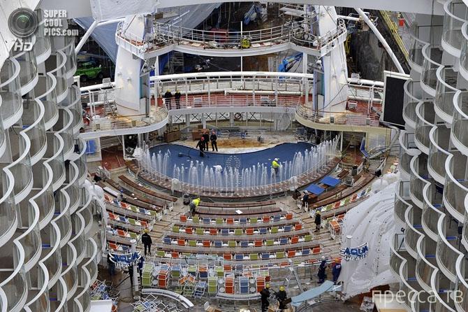 Прогулка по самому большому круизному лайнеру в истории «Oasis of the Seas» (22 фото)