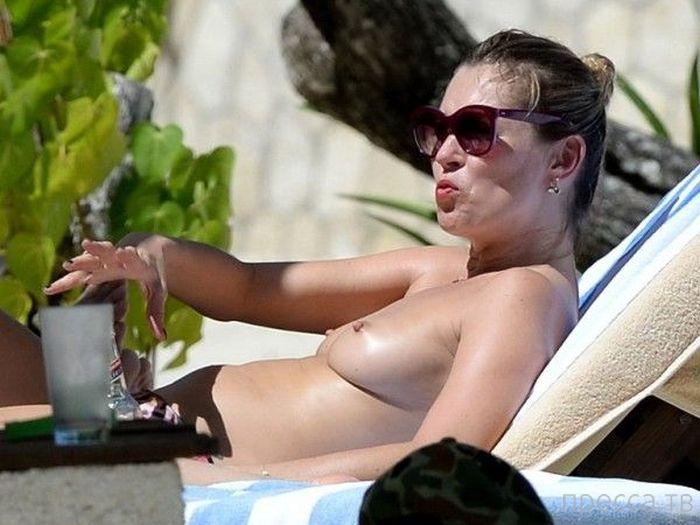 Кейт Мосс загорала топлес (10 фото)