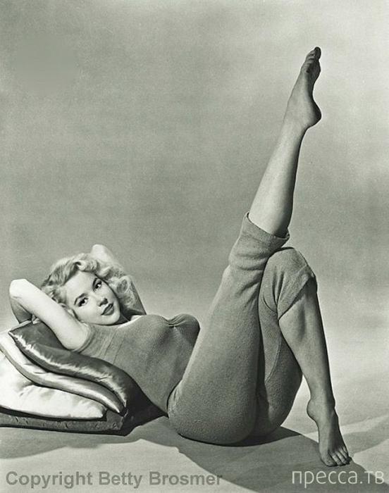 Бетти Бросмер (Betty Brosmer) - обладательница самой шикарной фигуры 50-х годов (57 фото)