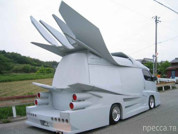 Необычный и необъяснимый тюнинг авто (35 фото)
