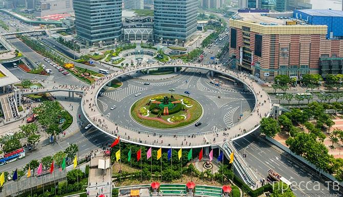 Необычный пешеходный переход в Шанхае (11 фото)