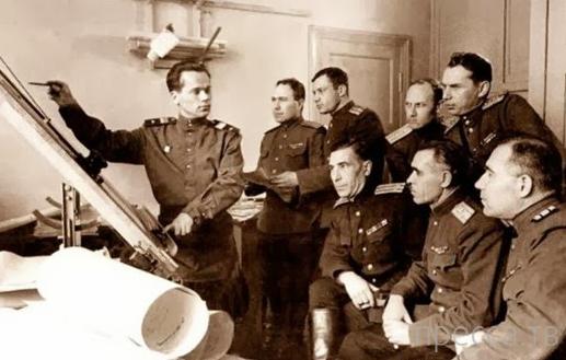 Знаменитому конструктору Михаилу Калашникову исполнилось 94 года (14 фото)