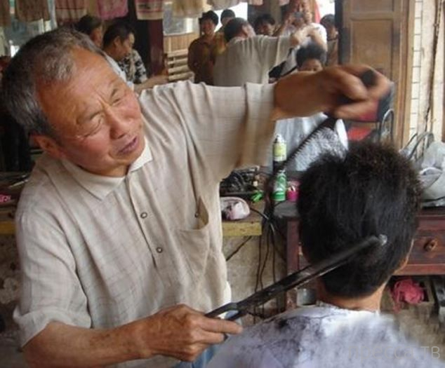 Древняя техника стрижки раскаленными щипцами (7 фото)