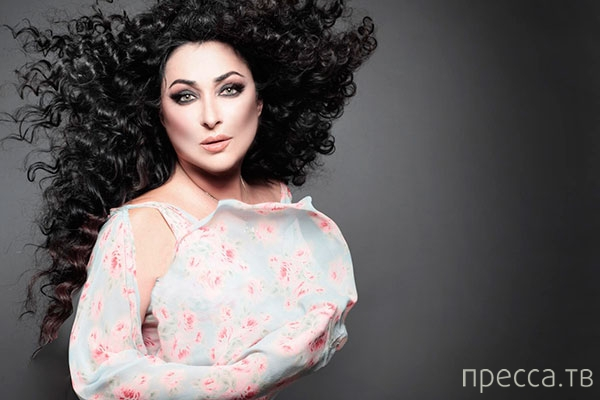 Сегодня знаменитой певице Лолите Милявской исполнилось 50 лет (3 фото + 3 видео)