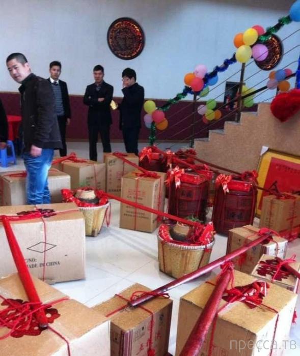 Китаец сделал невесте необычный подарок (4 фото)