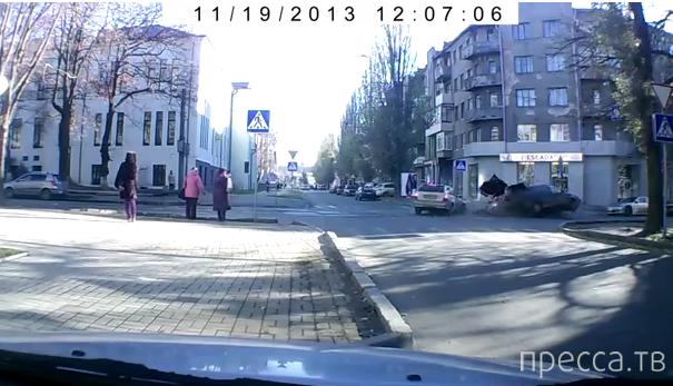 """Столкновение трех иномарок: """"Hyundai Elantra"""", """"Mercedes-Benz"""" и """"Volkswagen""""  в Харькове..."""