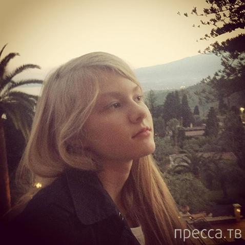 Дочь Ренаты Литвиновой растёт настоящей красавицей (6 фото)