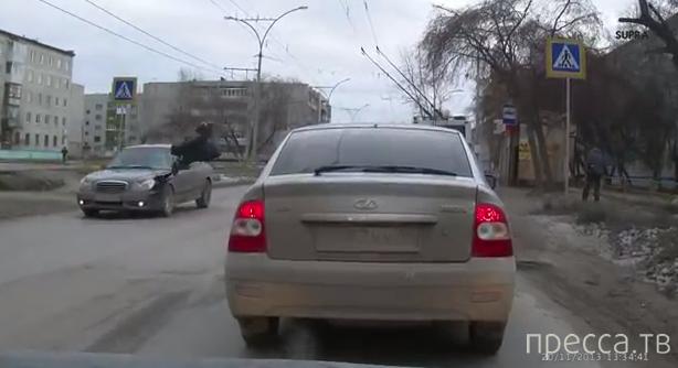 Иномарка сбила пешехода на пешеходном переходе... ДТП на ул. Калинина, г.Каменск-Уральский