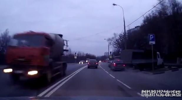 """""""Гонщик"""" хотел обогнать и влетел в зад машины... ДТП в Ясенево, г. Москва"""