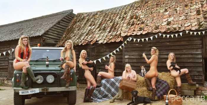 Молодые фермерши Великобритании собирают на благотворительность (5 фото)