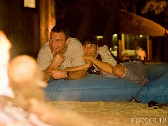 Фото Виталия Кличко с девушками попали в сеть (13 фото)