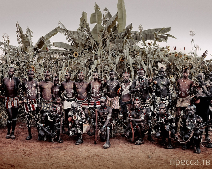 Фан-клуб автомата Калашников от фотографа Джимми Нельсон (Jimmy Nelson)  (10 фото)