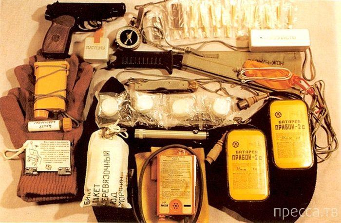 Комплект для выживания космонавтов (4 фото)