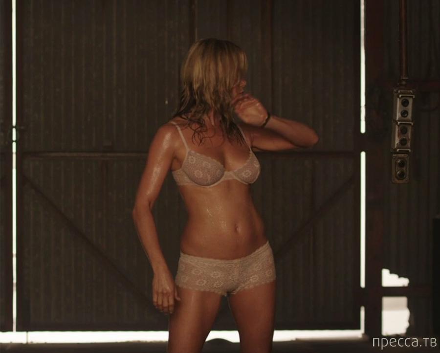 """Дженифер Энистон. Кадры со съёмок """"Мы - Миллеры"""" (23 фото)"""