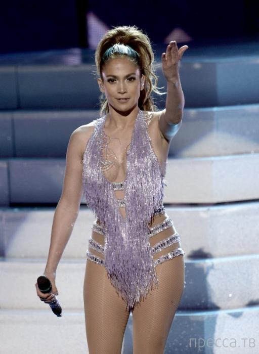 Топ 5: Худшие костюмы на вручении Музыкальных наград США (15 фото)