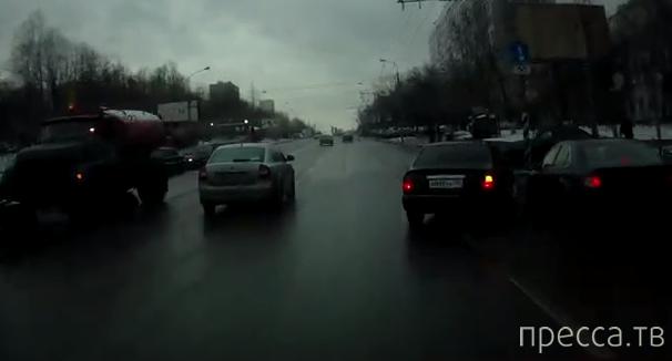 """""""Honda Accord"""" и """"Hyundai""""  не поделили дорогу... ДТП на Севастопольском проспекте, г. Москва"""