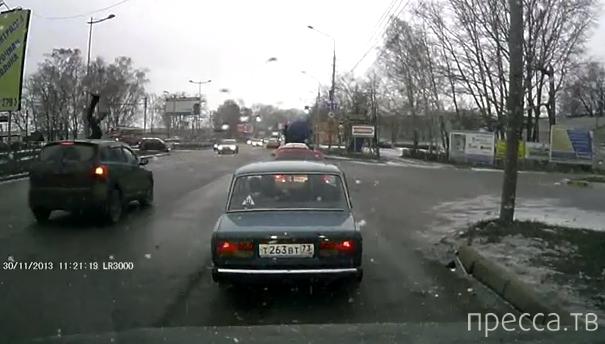 """Водитель """"Nissan Qashqai"""" сбил парня... ДТП на Московском шоссе, г. Ульяновск"""