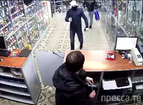 """Вооруженное ограбление магазина """"Закат-2"""" на Малодубенском шоссе, г. Орехово-Зуево"""