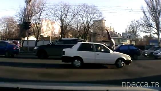 Беременная девушка была сбита машиной, летевшей на красный свет... ДТП около Селекционного института, г. Одесса