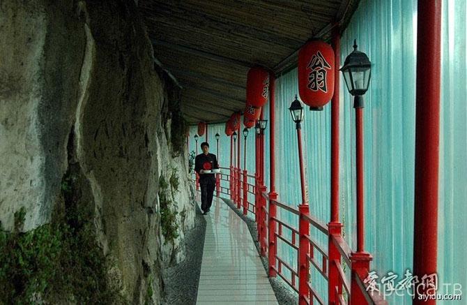 """Удивительный висячий ресторан """"Фанвэн"""" в Китае (14 фото)"""