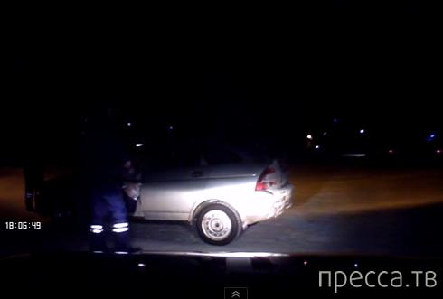 Водительница ВАЗ обиделась и совершила наезд на полицейского... ДТП в г.Усогорск, Республика Коми