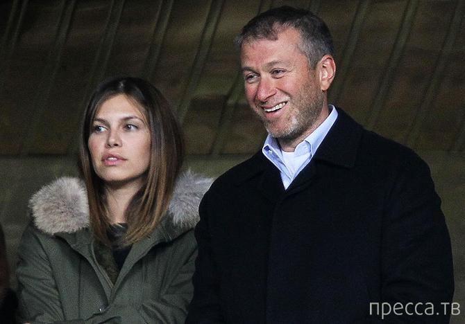 Абрамович купил жене на Новый год певицу Адель (2 фото)