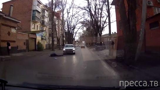Пешеход прыгнул на капот и был сбит... ДТП на 14-ой линии, г. Ростов-на-Дону