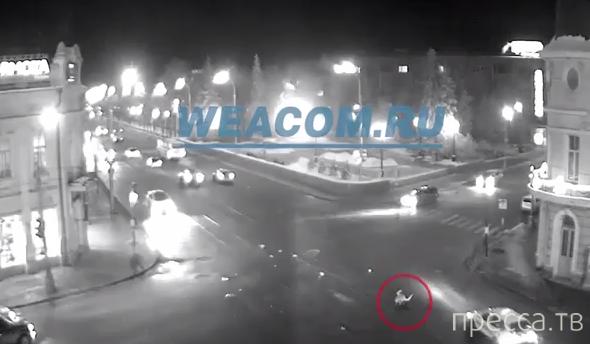 Женщина переходила дорогу на красный свет и была сбита... ДТП на пересечении улиц Ленина-К.Маркса, г. Иркутск